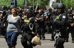 Sigue en aumento los detenidos en Arizona