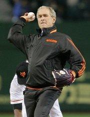 George W Bush solo pasa metido en Facebook