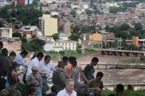 El presidente Porfirio Lobo acompañando a las víctimas