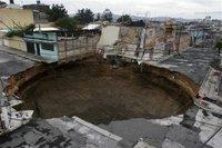 El boquete que se formó en el centro de la Capital de Guatemala