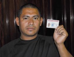 Douglas Antonio López muestra orgulloso su TPS